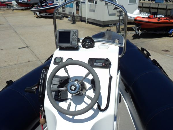 2 - xs ribs 550 with mercury 90hp optimax - console_l