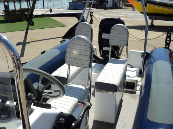 3 - xs ribs 550 with mercury 90hp optimax - seating_l