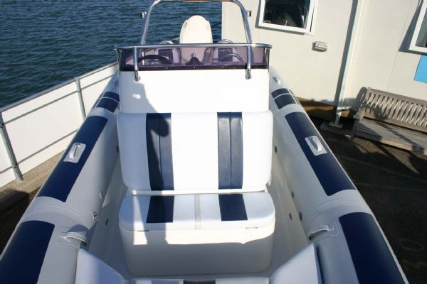 front console double cushion seat on ballistic 6.5m rib_l