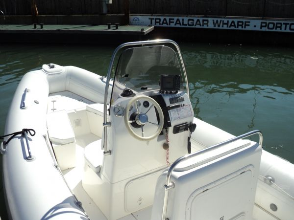 3 - brig 600 with evinrude 150 - helm_l