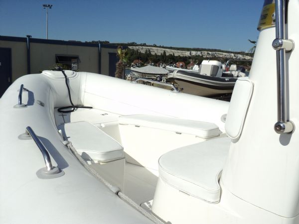 4 - brig 600 with evinrude 150 - front_l