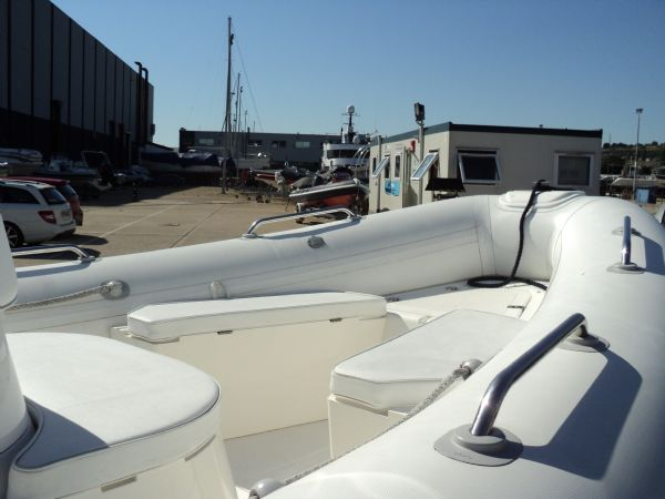 brig 600 with evinrude 150 - bow seating_l