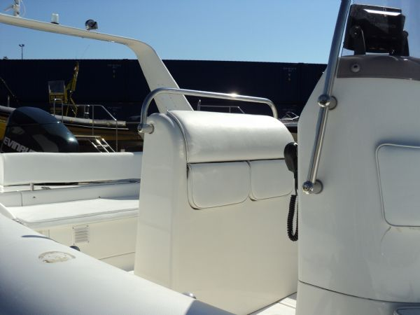 brig 600 with evinrude 150 - leaning post_l