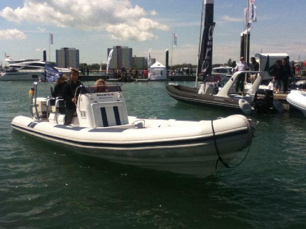 ballistic-7.8-twin-rig-rib-with-twin-evinrude-e-tec-175hp-outboard-engines-gunwharf-quays-6-l - thumbnail.jpg