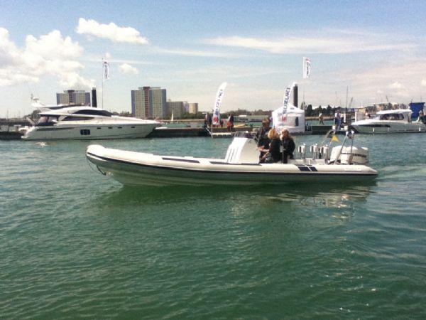ballistic 7.8 twin rig rib with twin evinrude e-tec 175hp outboard engines - side profile on water 3_l