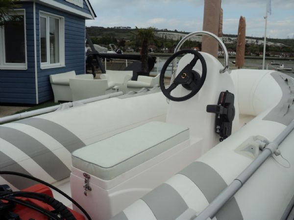 3.3m rib with tohatsu 15hp outboard engine - console seat 10_l