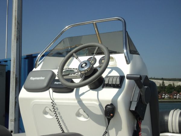 rib-x 650 rib with yamaha 150hp outboard engine - console5_l