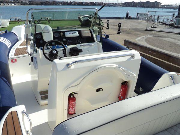 marline 22 rib with mercruiser inboard diesel engine - cockpit 5_l