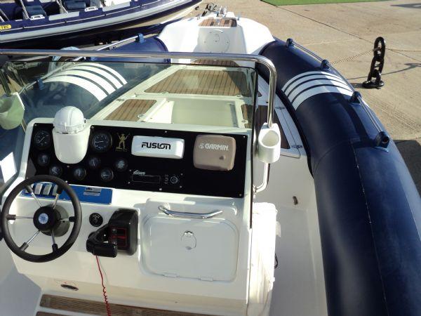 marline 22 rib with mercruiser inboard diesel engine - console 7_l
