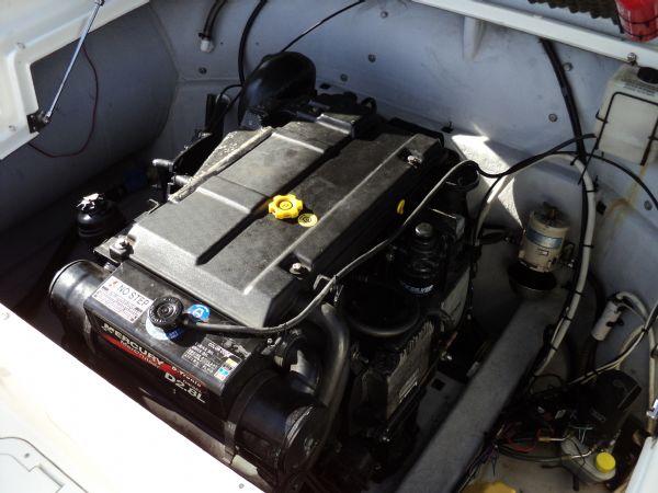 marline 22 rib with mercruiser inboard diesel engine - engine bay 10_l