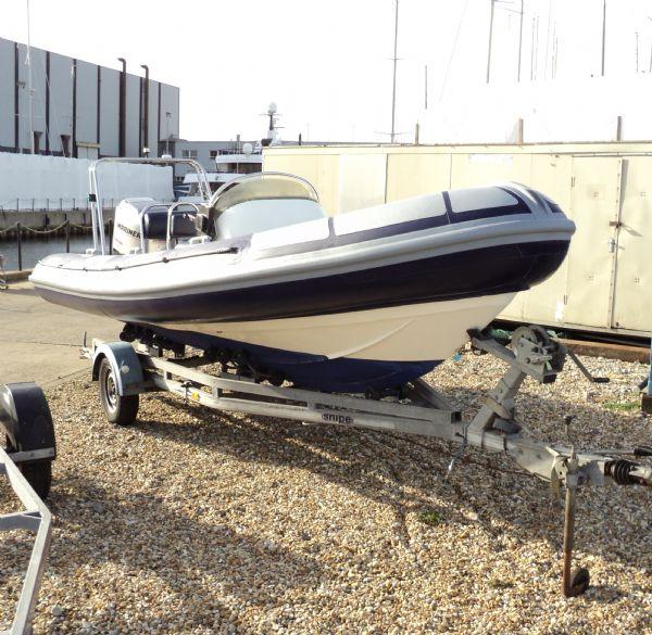 ribtec 585 rib with yamaha 4-stroke 90hp - bow locker hatch 12_l