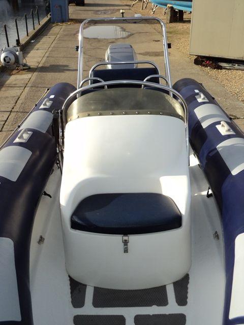 ribtec 585 rib with yamaha 4-stroke 90hp - console seat 3_l