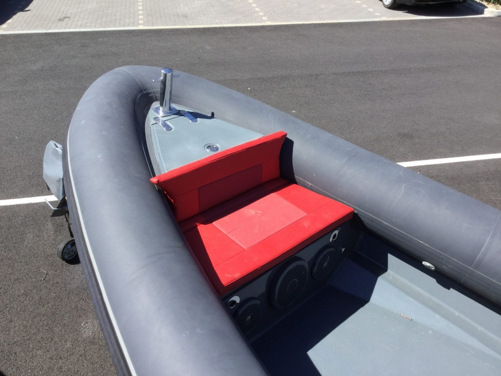 Brokerage - 1588 - Shearwater 6.8 RIB & Evinrude G2 ETEC 250 - Anchor seat