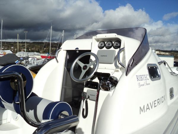 ribtec 9.2 grand tourer rib with twin 275hp - helm position_l