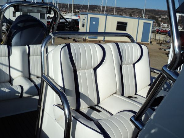 cobra 755 with yamaha f250 engine - seating layout 11_l