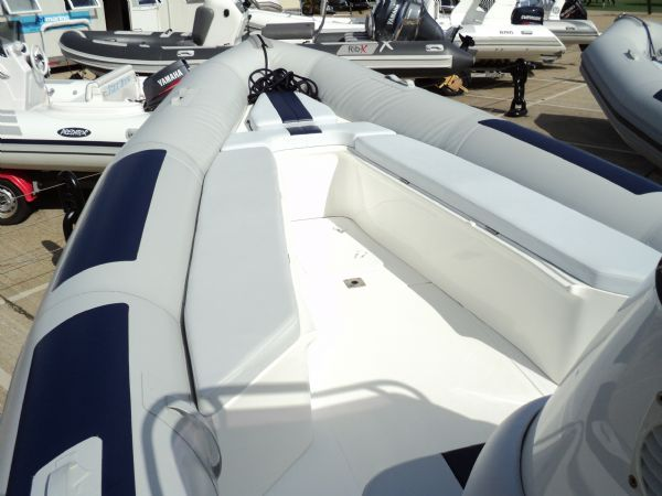 ballistic 7.8 with evinrude 250 - bow seating_l