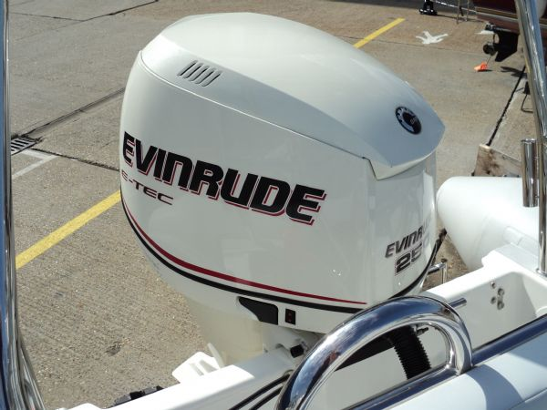ballistic 7.8 with evinrude 250 - engine_l