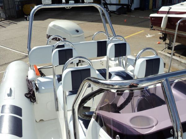 ballistic 7.8 with evinrude 250 - rear seating_l