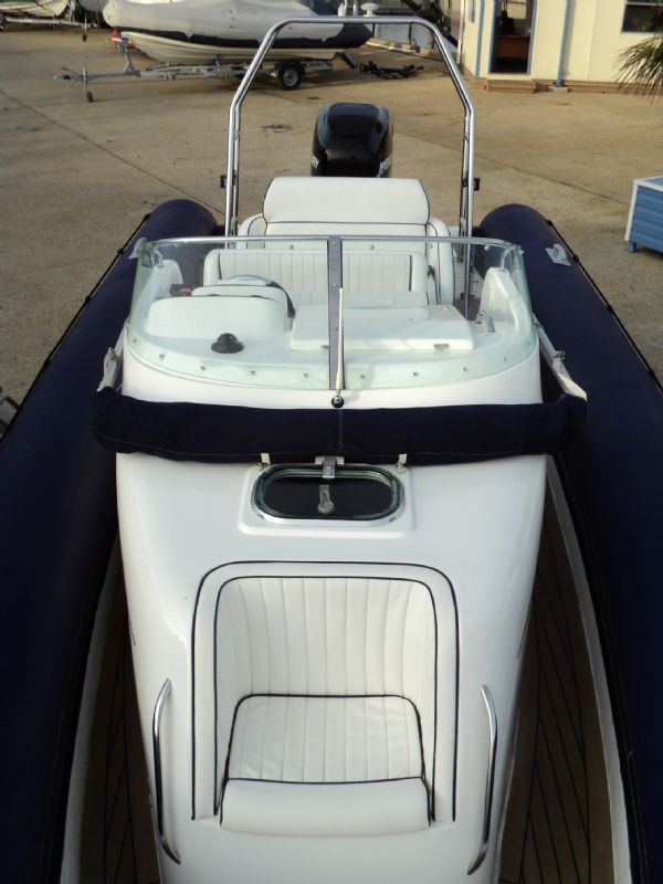 shearwater 7.5 with mercury 200hp outboard engine - bow looking back 10_l