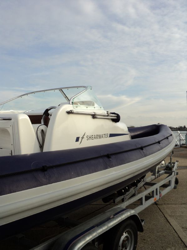 shearwater 7.5 with mercury 200hp outboard engine - looking towards bow 6_l