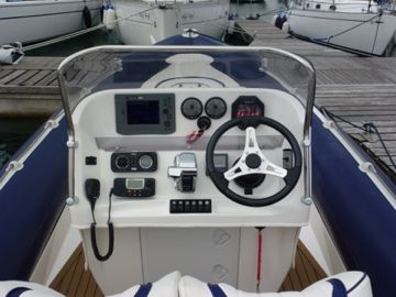2008 cobra 8.6m - gauges_l