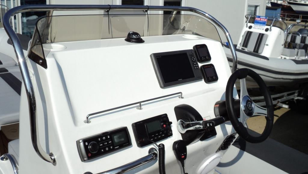1365 - Ballistic 650 RIB with Yamaha F200G Outboard - Console