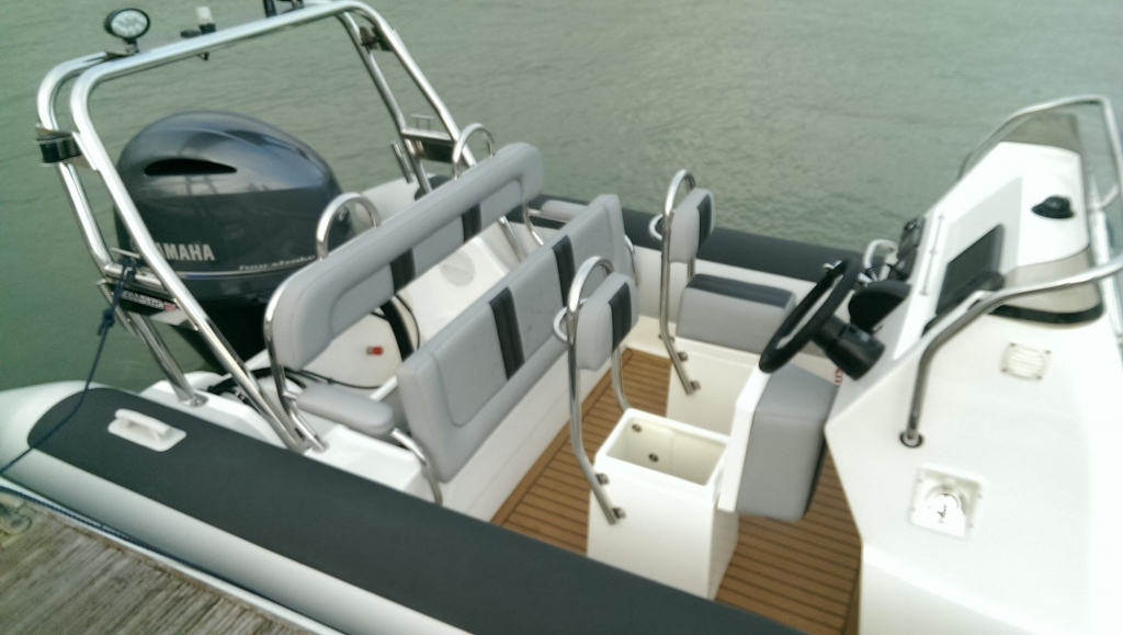 1365 - Ballistic 650 RIB with Yamaha F200G Outboard - Seating and storage