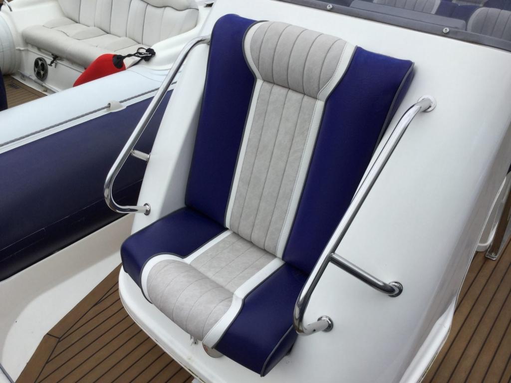 1509 - Stock - Cobra 9.5 RIB with twin Suzuki DF300 engines - Console seat 2