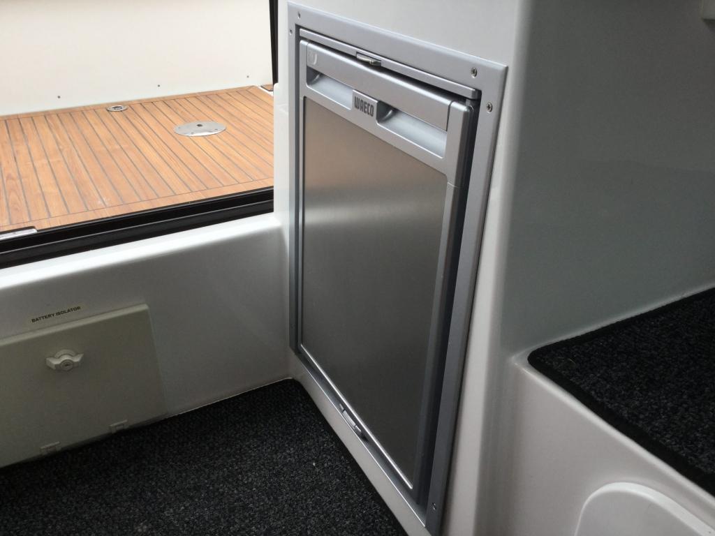 Brokerage - 1433 - Finnmaster P7 Weekend with Yamaha F150 engine - Kitchen fridge