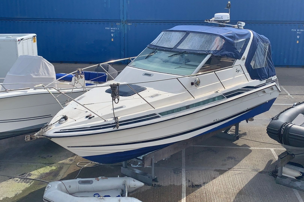 Click to see Fairline Targa 27 Volvo AD31P TURBO DIESEL ENGINES 1989