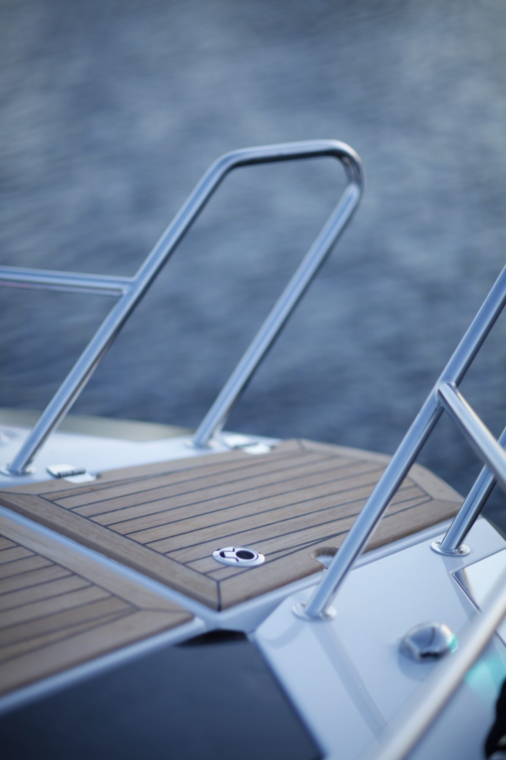 Finnmaster T7 with Yamaha Outboard - Anchor locker and stainless steel handrails