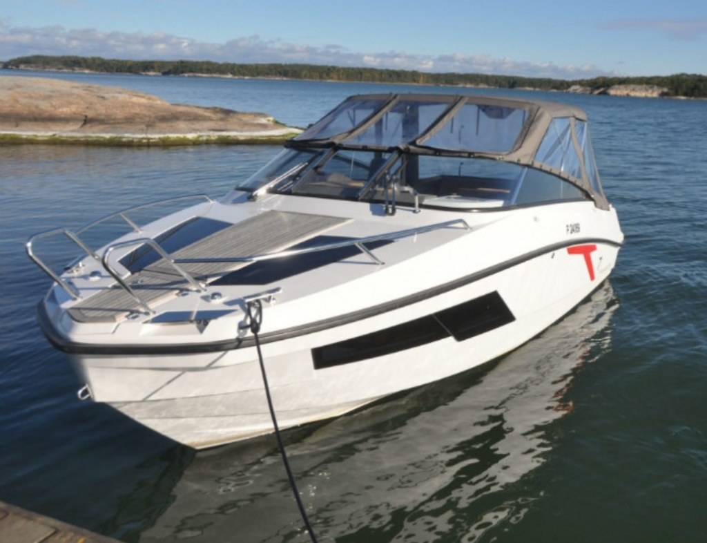 Finnmaster T7 with Yamaha Outboard - Bow and canopy