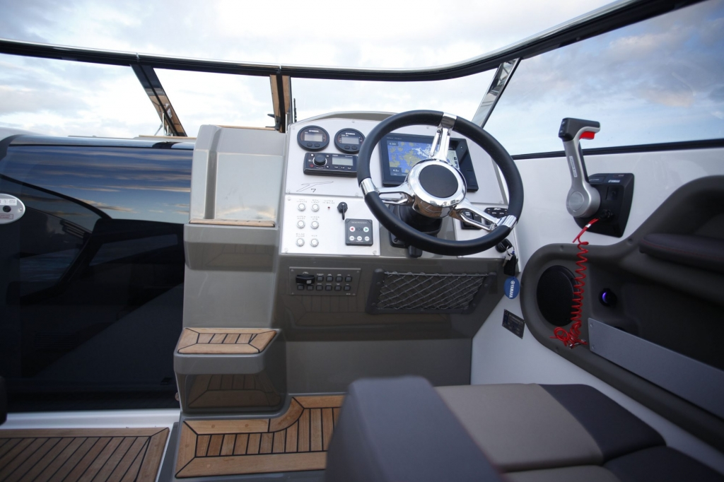 Finnmaster T7 with Yamaha Outboard - Cockpit