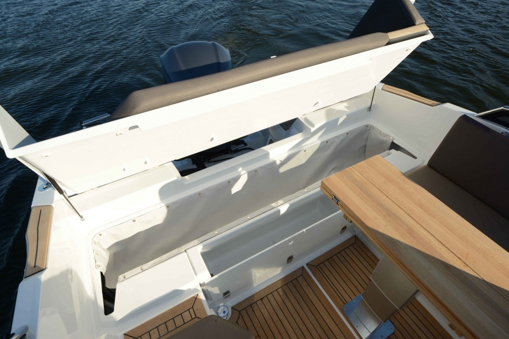 Finnmaster T7 with Yamaha Outboard Engine - Canopy storage