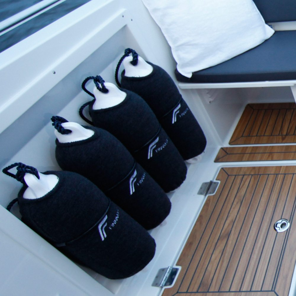 Finnmaster T7 with Yamaha Outboard - Fenders and covers