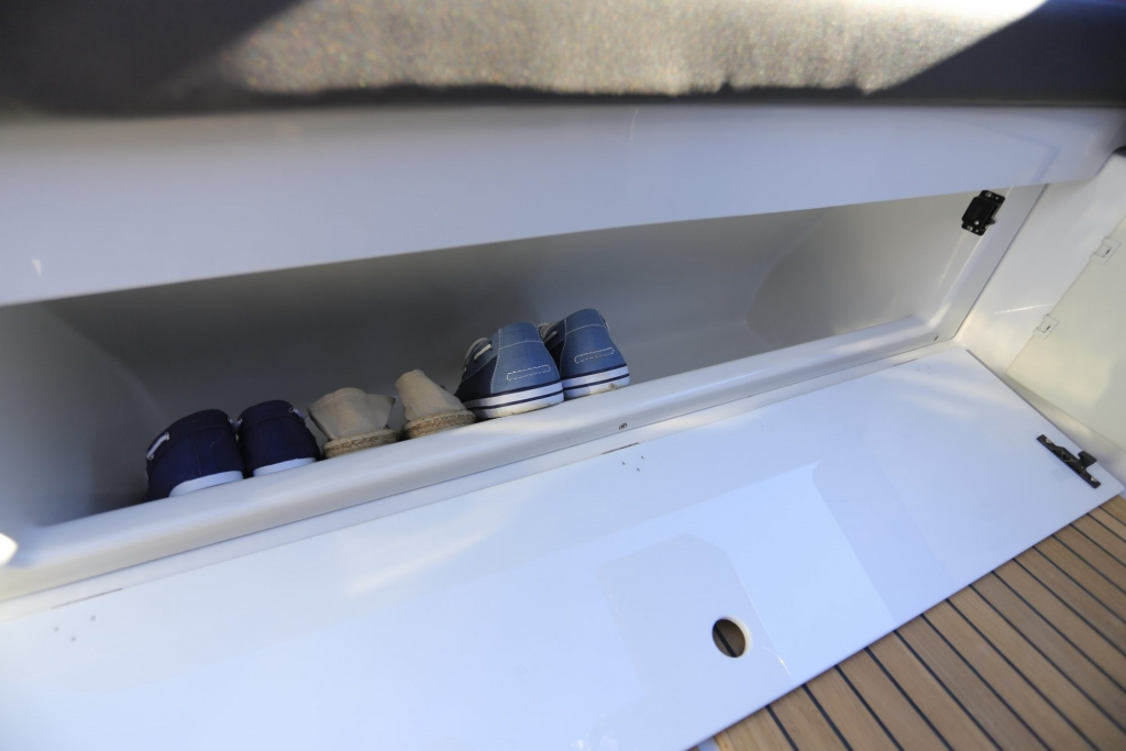 Finnmaster T7 with Yamaha Outboard - Shoe Storage