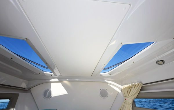 Finnmaster T7 with Yamaha Outboard - Sky lights