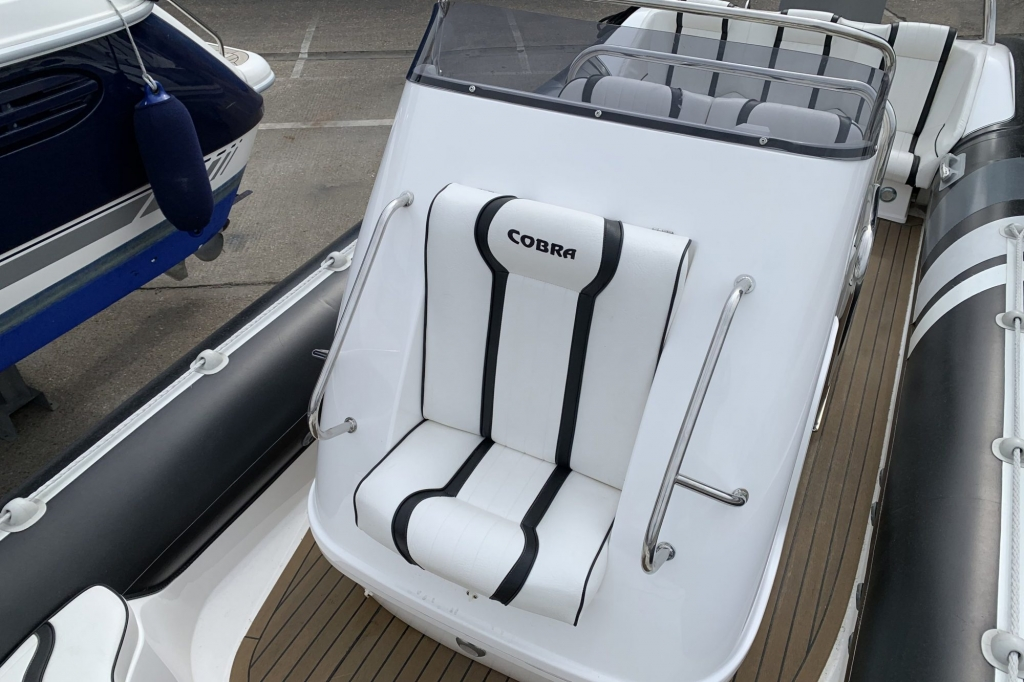 1654 - Cobra 8.0 RIB with Yamaha F350 AETX engine - Console seat
