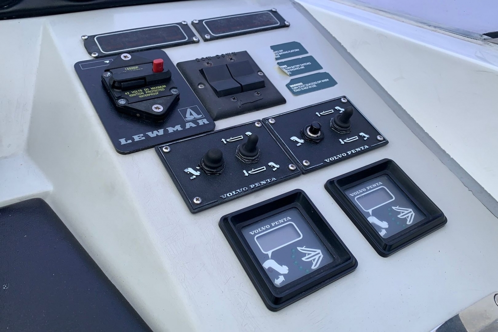 1686 - BROKERAGE - SUNSEEKER TOMOHAWK 37_10.jpg