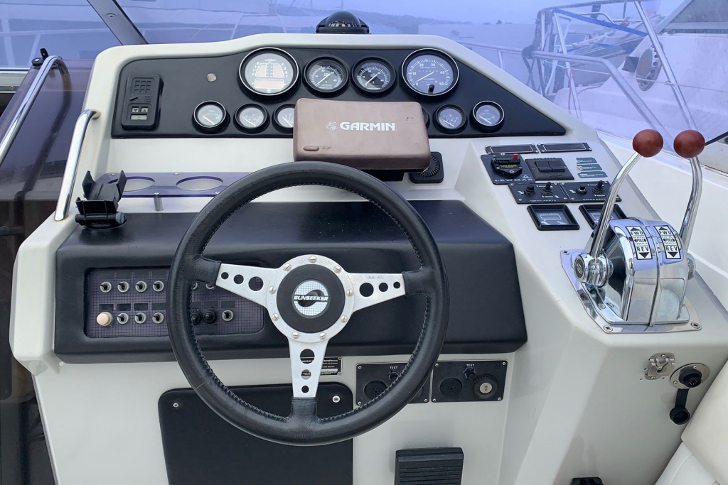 1686 - BROKERAGE - SUNSEEKER TOMOHAWK 37_8.jpg