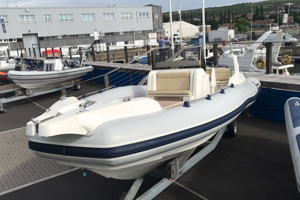 #1695 MARLIN 28 WITH TWIN SUZUKI DF250HP ENGINES_1.jpg