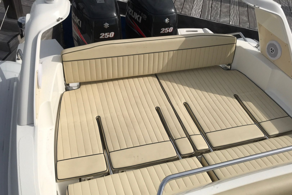 #1695 MARLIN 28 WITH TWIN SUZUKI DF250HP ENGINES_11.jpg