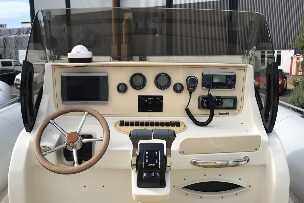 #1695 MARLIN 28 WITH TWIN SUZUKI DF250HP ENGINES_7.jpg
