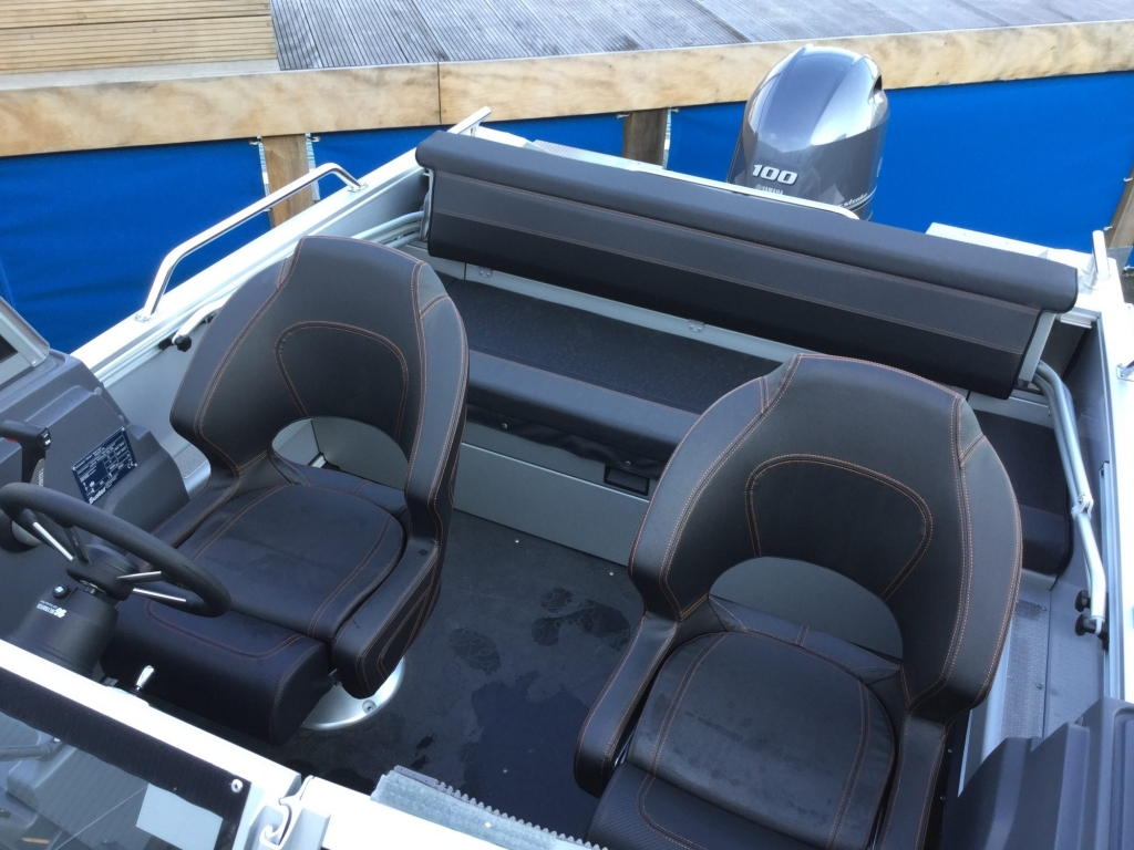 Stock - 1532 - Buster XL Boat with Yamaha F100 engine - Helm seats