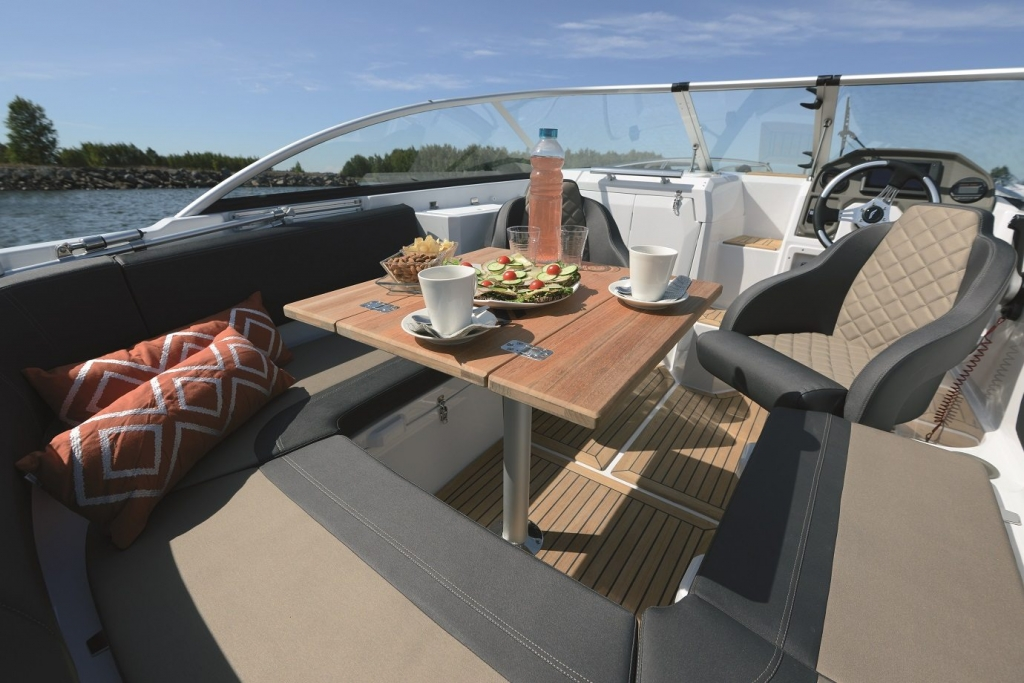 Finnmaster 62 Day Cruiser with Yamaha Outboard Engine - Cockpit table