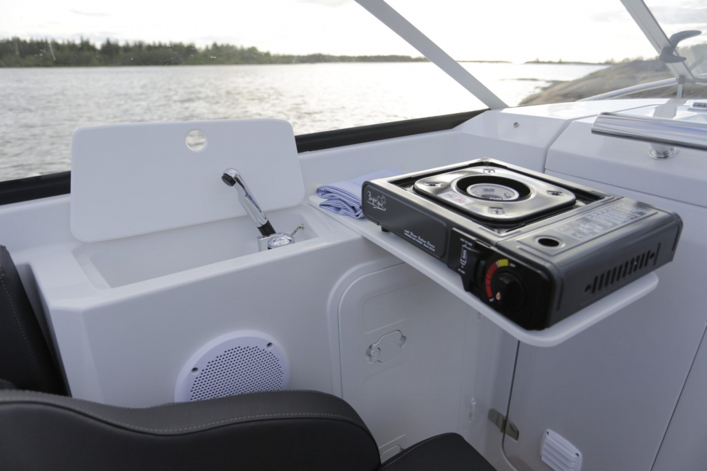 Finnmaster 62 Day Cruiser with Yamaha Outboard Engine - Sink and cooker