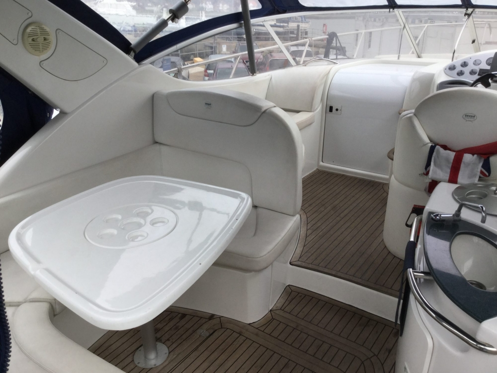 Brokerage - 1495 - Sessa Oyster 30 with Twin Volvo Diesel engines - Cockpit dining 1