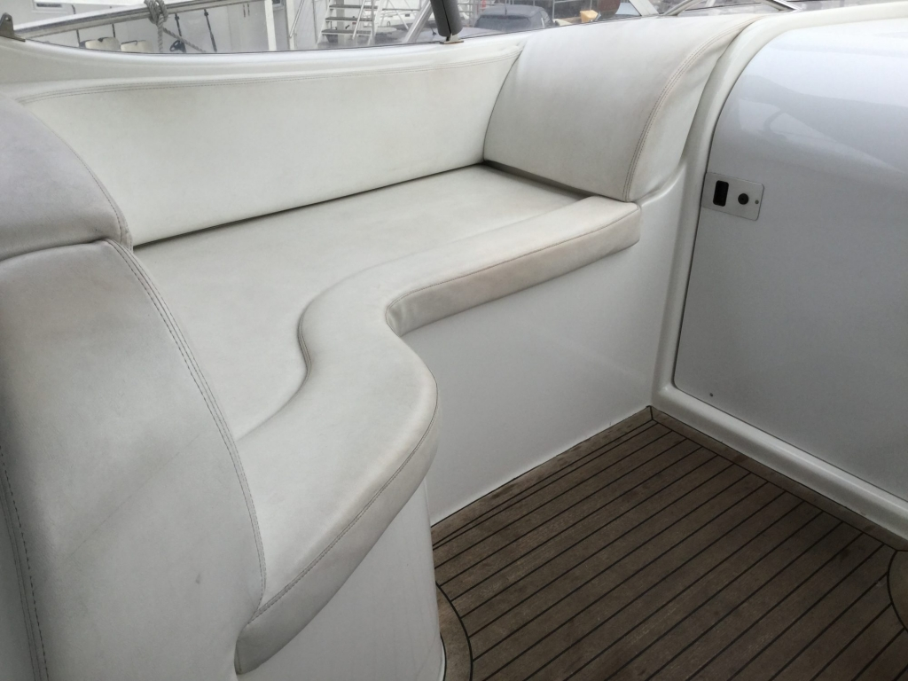 Brokerage - 1495 - Sessa Oyster 30 with Twin Volvo Diesel engines - Cockpit lounger