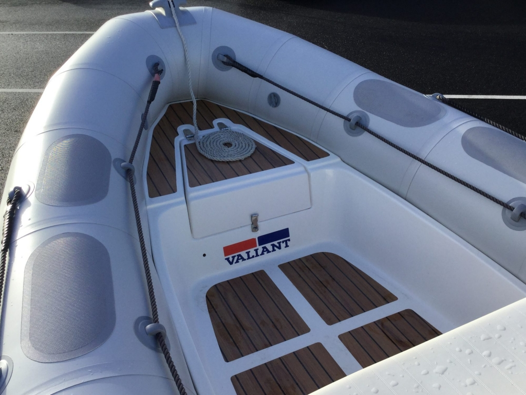 Stock - 1547 - Valiant 520 RIB with Mercury 50hp engine and trailer - Bow seating