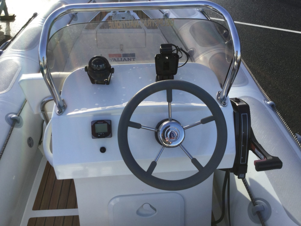 Stock - 1547 - Valiant 520 RIB with Mercury 50hp engine and trailer - Console